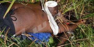 Lundi, 13 juillet 2014 - Deux cadavres des frères habitant à Mutakura  ligotés et assassinés par balles puis jetés dans la rivière Kinyankonge ©R.N/Iwacu