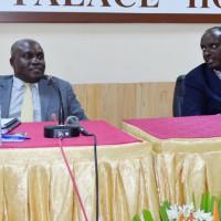 De gauche à droite : Dr Crispus Kiyonga et Dr Richard Sezibera (Secrétaire général de l'EAC) ©/Iwacu