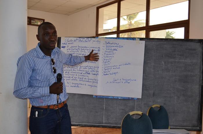 Fabrice Ntamatungiro, participant, présentant le contenu de la charte pour la bonne cohabitation pacifique
