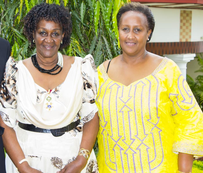 Pour Louise Muhirwa à gauche de sa mère Rosa Paula Iribagiza, Marie Claire Burikukiye est une usurpatrice