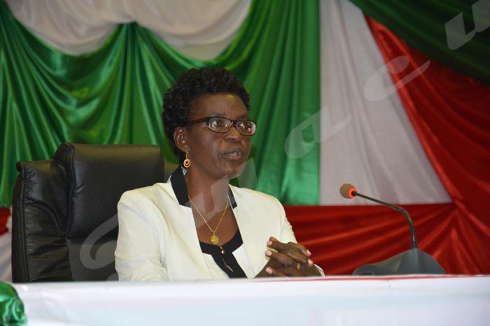 Lundi, 27 janvier 2015 - A défaut de M.Thérence Ndikumasabo, le plus âgé des députés qui n'est pas venu, Immaculée Nahayo, ex-présidente de cette institution est la doyenne d'âge. C'est elle qui dirige provisoirement les activités ©O.N/Iwacu