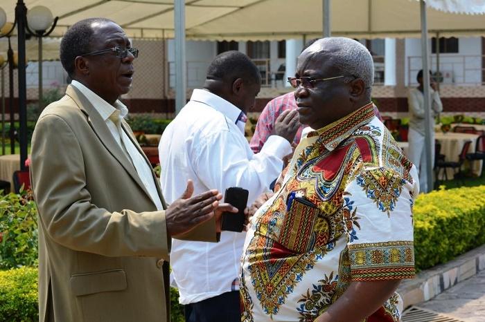 Sylvestre Ntibantunganya ( à gauche) : « Que demain vous ne versiez pas des larmes de crocodiles. »