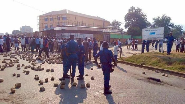 Nyakabiga érige des barricades
