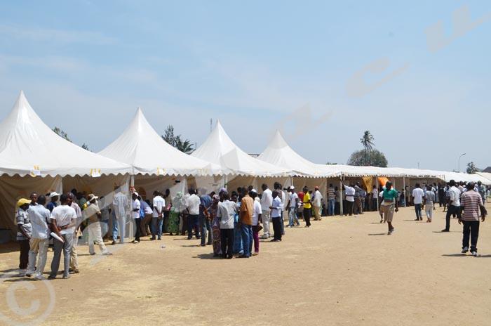 Lundi, 24 août 2015 - Élections des chefs de colline/quartier : la population de Musaga vient voter, contrairement aux élections précédentes  ©C.S.U/Iwacu