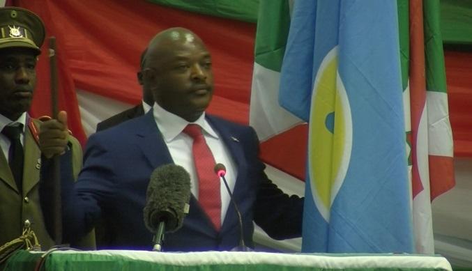 Pierre Nkurunziza prêtant serment pour son dernier mandat, d'après lui.