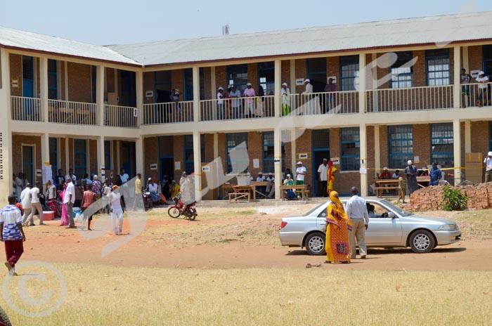 Les électeurs au centre de l'Ecole primaire communément appelé ''Bassin''