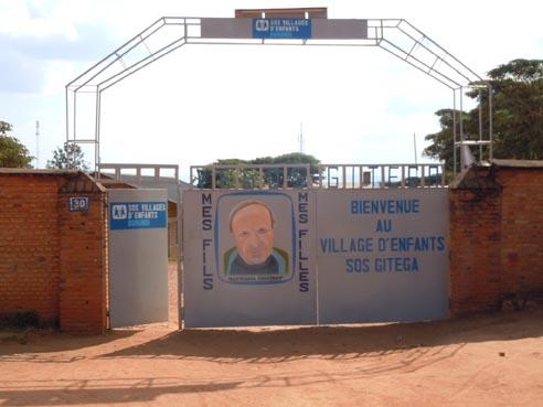 Entrée du village d'enfant SOS de Gitega