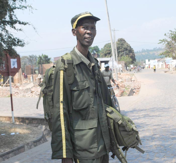 Un des agents de garde de la réserve naturelle de Kigwena