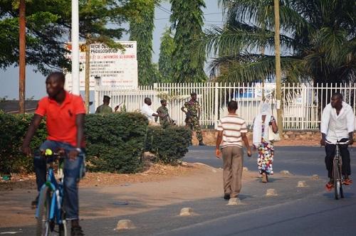 Des militaires bloquant la route Bujumbura Rumonge