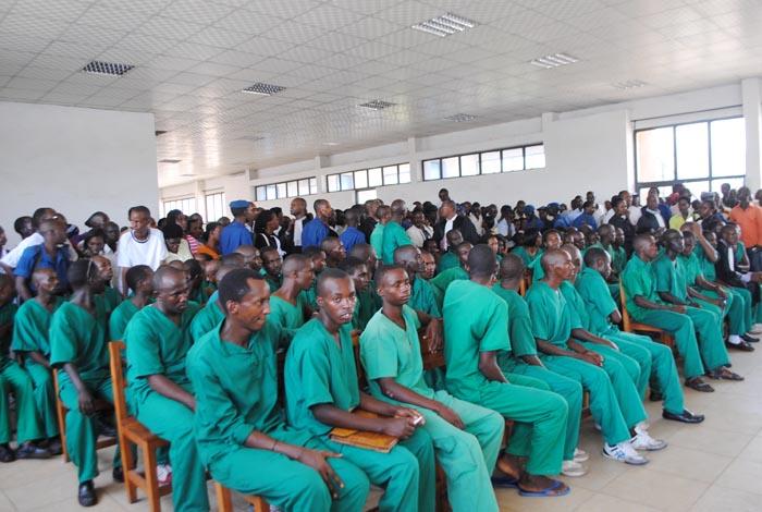 Les jeunes du MSD devant le Tribunal de Grande Instance de Bujumbura en mars 2014 ©Iwacu