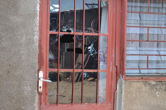 La maison de Christophe Nkezabahizi avec plusieurs impacts de balles, preuve que des policiers avaient l'intention de tuer