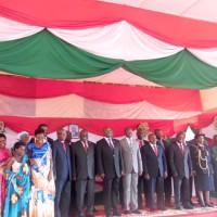 Les 15 membres de la CNDI avec le président de la République après  leur prestation de serment le 26 octobre 2015 à Gitega