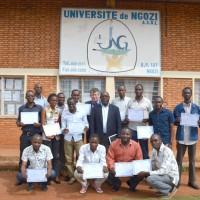 Photo de famille des participants, M. Thouard et l'abbé Apollinaire Bangayimbaga