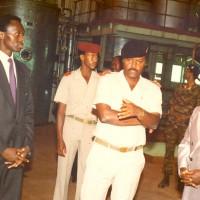 Pierre Buyoya et Adrien Sibomana, premier ministre hutu du  premier gouvernement paritaire lors d'une visite à la Sosumo