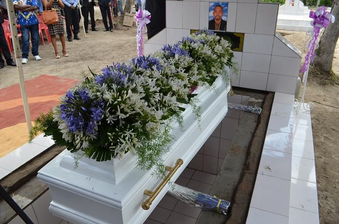 Le cercueil de Welly Fleury Nzitonda lors de son enterrement ce 10 novembre 2015