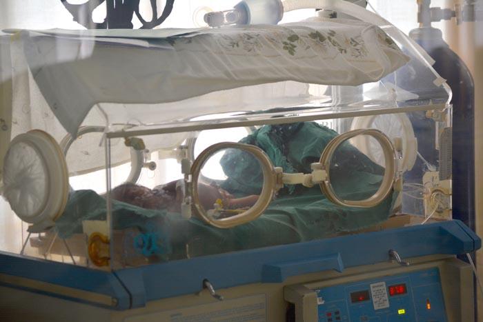Lundi, 16 novembre, deux bébés dans les couveuses de l'hôpital Rema