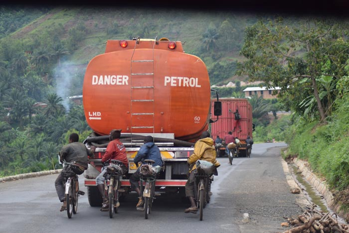 Retour des ''vélo-convoyeurs'' de Mubimbi