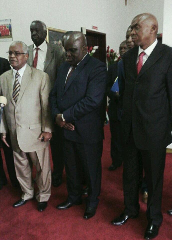 De gauche à droite: Pr Ellamin Dajalla, Pascal Nyabenda et Agathon Rwasa (vice-président de l'Assemblée nationale).