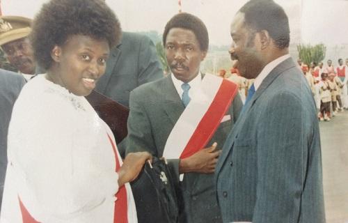 L'ancien président (au milieu) quand il était encore secrétaire national du parti Uprona