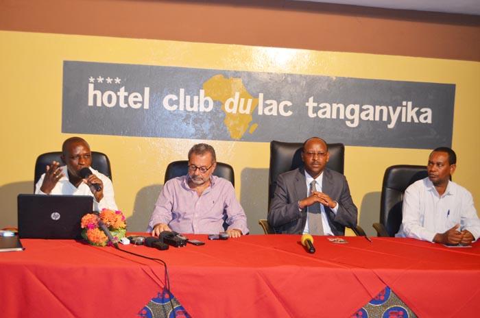 Bruno Simbavimbere (1er à gauche): «On veut que Bujumbura reprenne de l'espoir.»