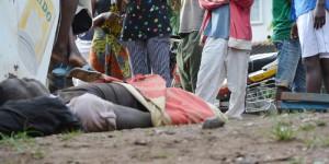 Le cadavre gisant par terre