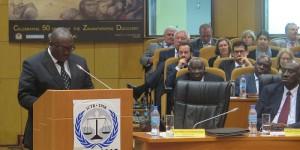 : Le président de l'association ''Ibuka'' des rescapés du génocide rwandais prononçant son discours