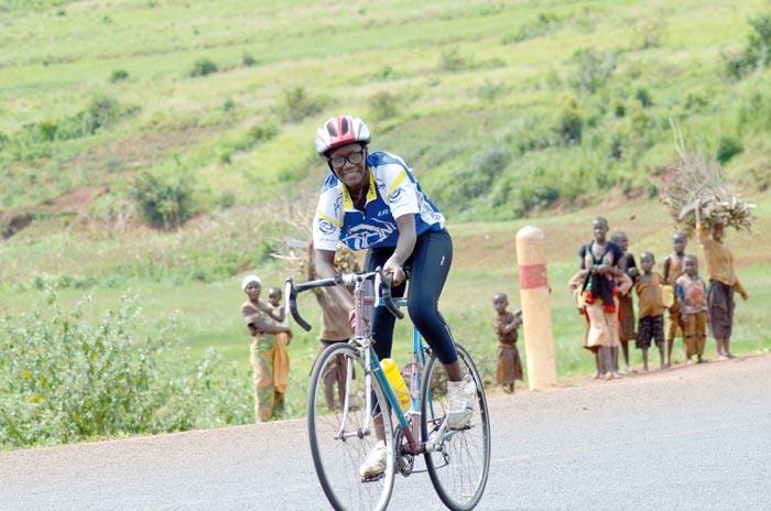 Charlène devient championne nationale en 2015 sur les pistes de Karusi.