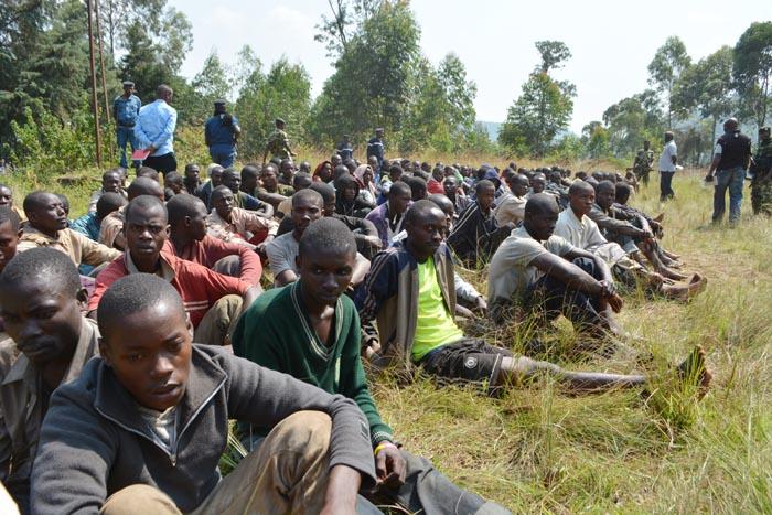 Des présumés combattants, capturés ou qui se sont rendus après l'attaque de Kabarore