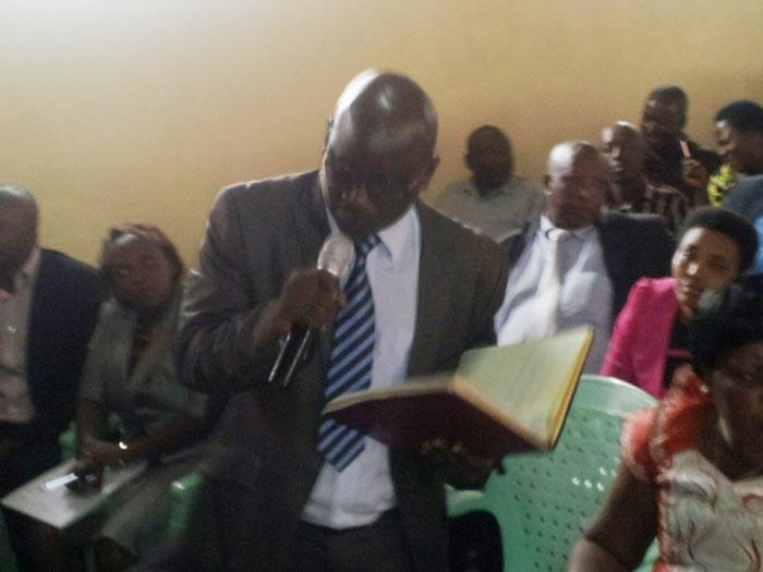 Le député Isidore Nzeyimana demandera la révision de la Constitution pour qu'un président élu dirige jusqu'à ce qu'il en soit incapable comme pour les anciens monarques du Burundi.