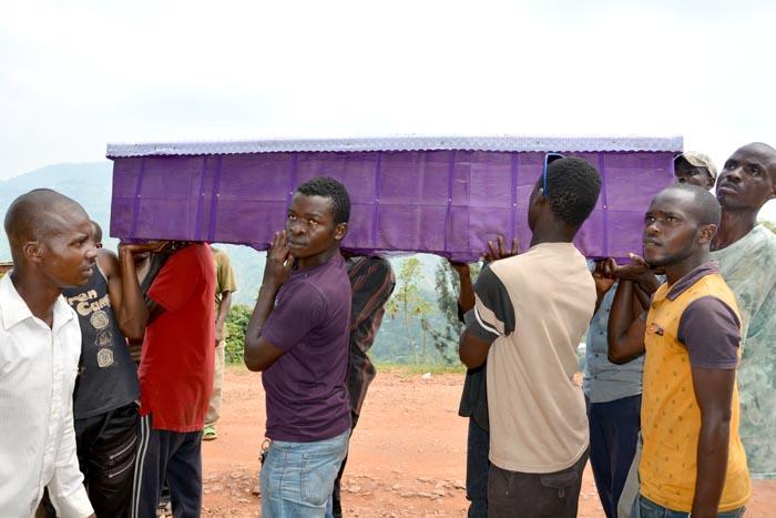 Le cortège funèbre de l'étudiant Alexandre Mpawenimana