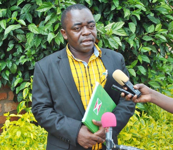 Jean-Bosco Cibogoye, directeur commercial de la SOSUMO: «L'administration devrait jouer son rôle pour les réprimander parce que c'est une fraude pure et simple qui devait être punie par la loi.»