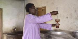 Bien qu'elle ait la soixantaine, Rita Kayoya bataille pour faire de la confiturerie de Bugarama une entreprise rentable et innovante. Avec les membres de cette association, elle produit une confiture de fraise appréciée par les meilleures boutiques de Bujumbura.
