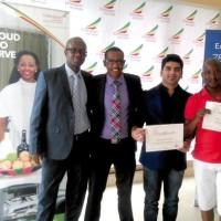 Le Directeur d'Ethiopian Airlines au Burundi en compagnie de certains représentants d'agence de voyage récompensés