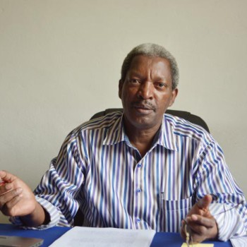 Professeur Joseph Ndayisaba: «C'est un mauvais service qu'on leur rend, car on les fait croire qu'ils ont réussi.»