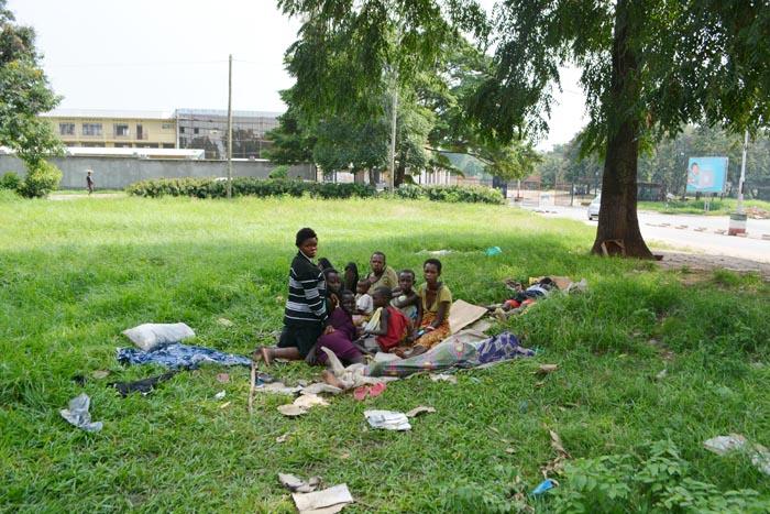 Chassés du Ku Mase, ils occupent un jardin sur le Boulevard Patrice Lumumba.