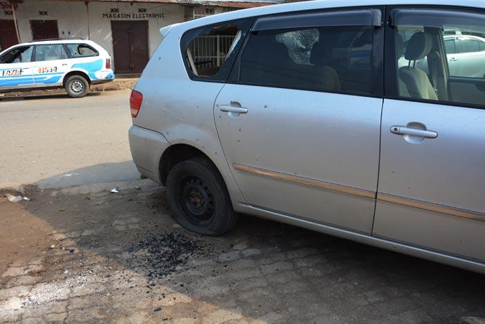 Les 2 véhicules endommagés à Ruvumera