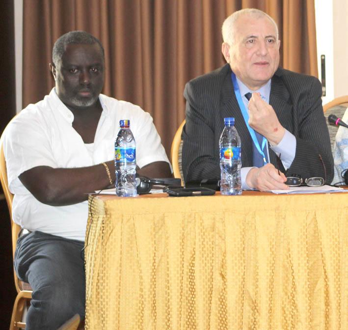 Antoine Kaburahe avec l'envoyé spécial du SG de l'ONU au cours d'un panel à la veille du sommet de l'UA à Addis