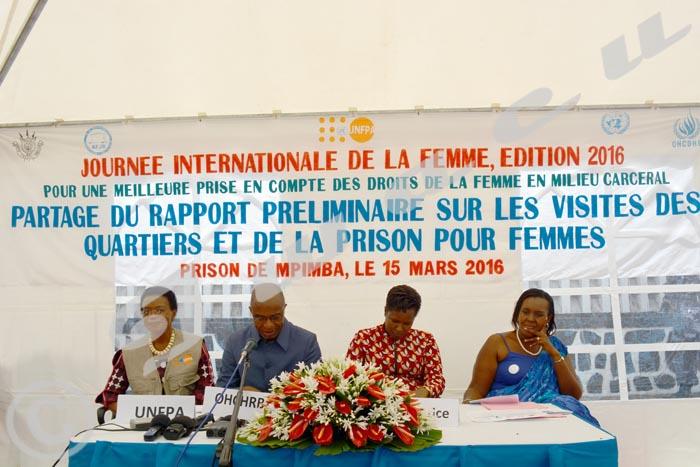 De gauche à droite: Suzanne Mandong (UNFPA), Dr Patrice Vahard (OHCDH), La ministre Aimée-Laurentine Kanyana, Sonia Ndikumasabo (AFJB).