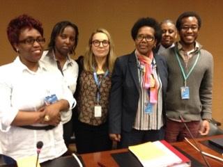 """Mme Colette Samoya: (deuxième à droite) entourée de ses co-organisateurs du Side Event: """" Nous saluons le courage des journalistes en général et des femmes journalistes dans la promotion de la liberté d'epression au Burundi."""""""