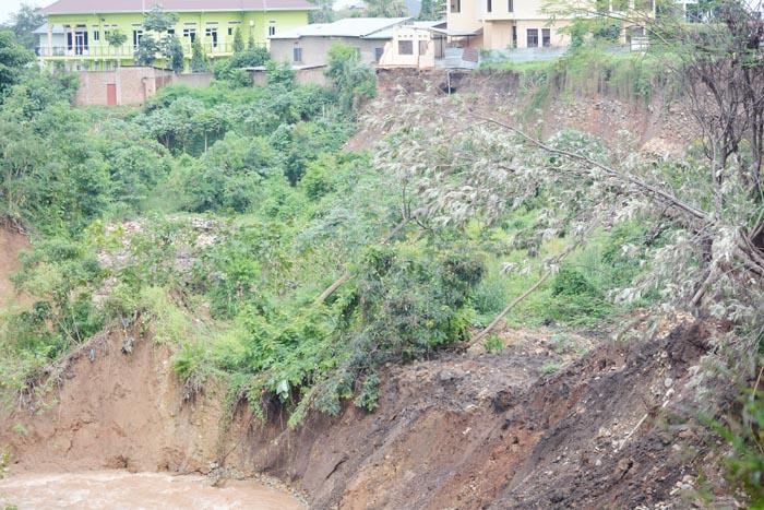 La rivière Ntahangwa menace certaines maisons du quartier Kigobe.