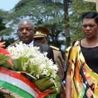 Mercredi, 6 avril - Commémoration du 22ème anniversaire de l'assassinat du président Cyprien Ntaryamira. Le président Nkurunziza et son épouse déposent une gerbe de fleur sur sa tombe ©O.N/Iwacu