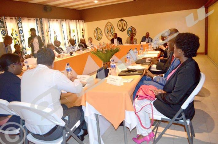 Table ronde entre les représentants des services publics et privés du tourisme