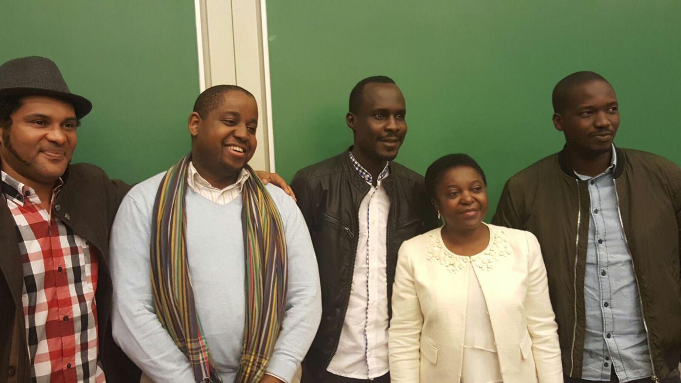 Légende photo: De gauche à droite. Smockey leader du Balai Citoyen, Floribert Anzuluni de « Filimbi », en RDC, Didier Lalaye, du mouvement« Iyina », Tchad et Floribert Anzuluni du mouvement « Filimbi », en RDC , Didier Lalaye, du mouvement« Iyina », Aliou Sane, de Y en Marre du Sénégal et la Députée Cécile Kienge à Bruxelles