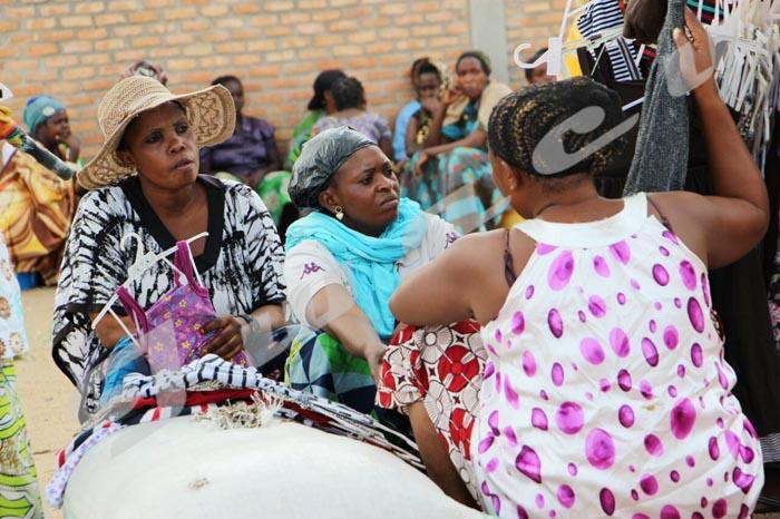 Les commissionnaires de Banda, plaque tournante d'un commerce transrégional