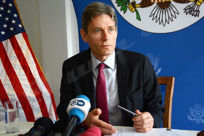 Tom Malinowski:«Le gouvernement ne peut pas tenir un certain discours à la Communauté internationale et un autre à sa population»