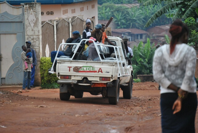 Un pick-up embarquant les personnes interpelées ce matin