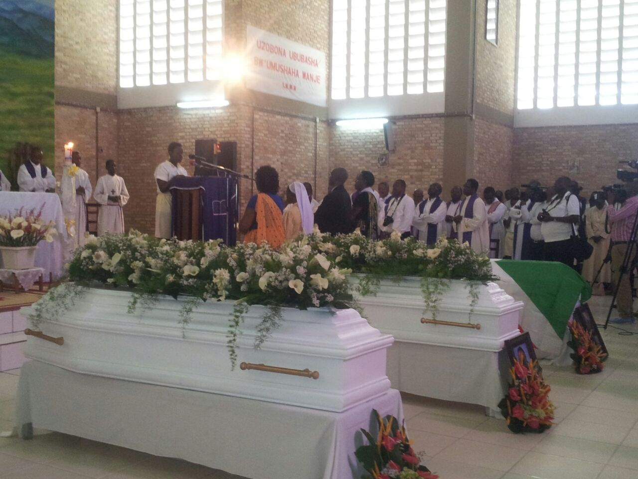 Les cérémonies ont débuté par une messe de requiem à la chapelle du Lycée du Saint-Esprit