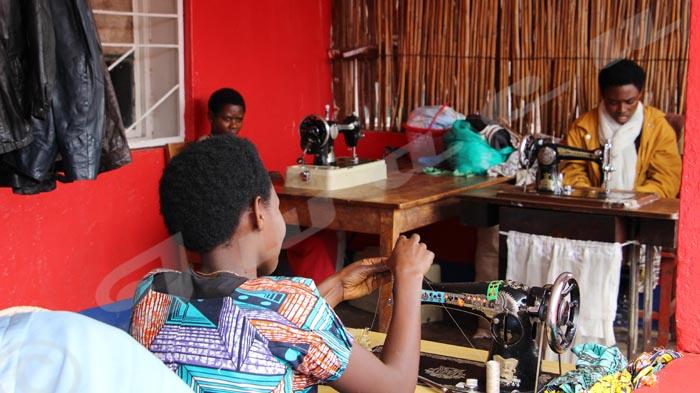 Les femmes-handicapées, grandes couturières à Muramvya, forcent le respect.