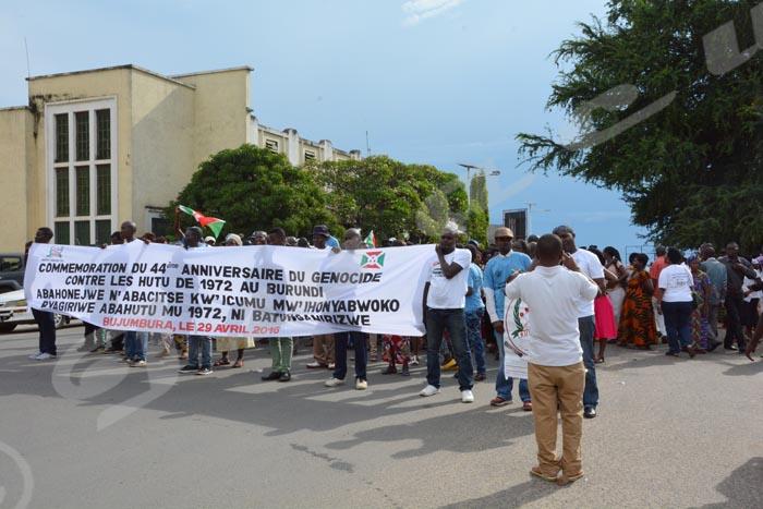 Rassemblement des victimes et rescapés devant la Place des Martyrs de la démocratie
