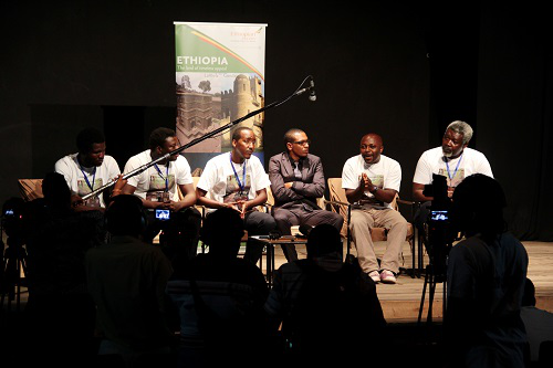 Seconde conférence de presse avec les artistes présent.